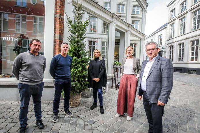 Handelaars kunnen van stad Brugge een kerstboom bekomen.