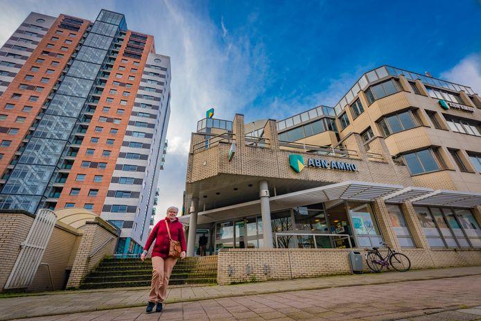 Bewoners uit Stadshart zijn niet blij met de komst van een nieuwe torenhoge flat op de plek van het oude ABN AMBRO gebouw aan de Luxemburglaan in Zoetermeer.