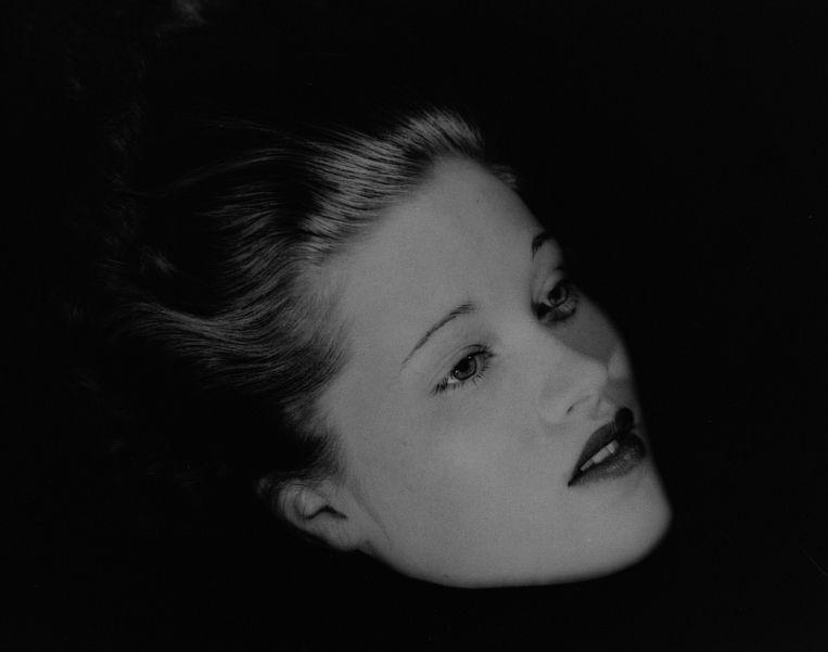 Floating Head, een portret van Mary Taylor van de hand van Lee Miller, New York Studio (1933) Beeld Lee Miller