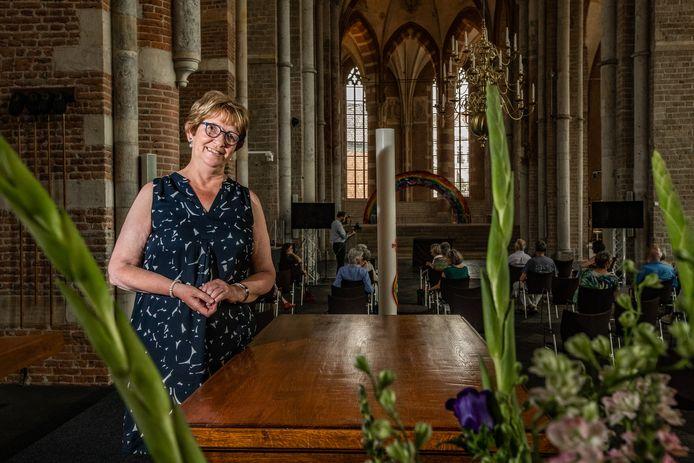 Ingrid de Zwart neemt afscheid van de Lebuïnuskerk.