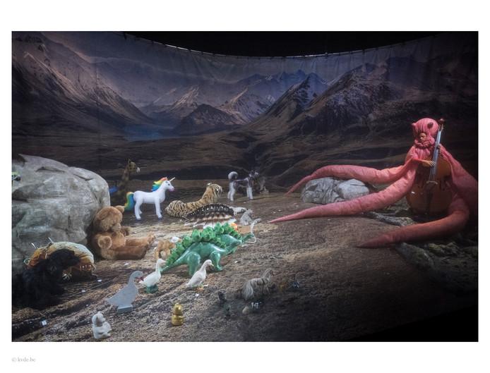 Het dier, het dier en het beestje, wonderschoon vormgegeven. Foto Kurt van der Elst