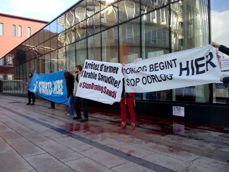 Protest van Vredesactie aan de zetel van CMI Defence in Seraing Beeld RV