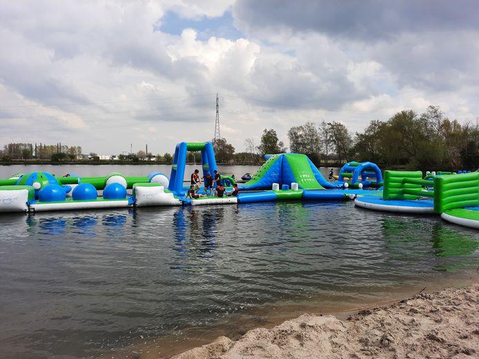 De leerlingen van de campus VTI hadden geluk, zij konden genieten van een avonturensportdag in het recent geopende avonturencentrum De Geestige Put in Waregem.  Ze konden er ravotten op een aquapark, virtueel kleiduifschieten, van de death ride zoeven,…