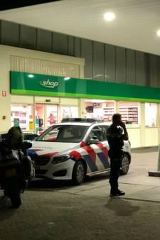 Agenten bedanken klant die overvaller met beslagen bril tankstation uitschreeuwde: 'Het advies is altijd: werk mee'