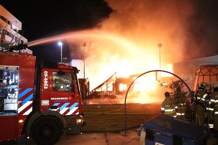 Op het Utrechtse Berlijnplein, een culturele plek in Leidsche Rijn, is in de nacht van vrijdag op zaterdag een theatergebouw afgebrand. Het gaat volgens een woordvoerster van de brandweer om een pand van het Nieuw Utrechts Toneel (NUT).