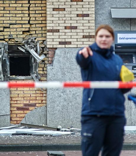 Plofkraak op Rabobank Uden: politie zoekt twee verdachten