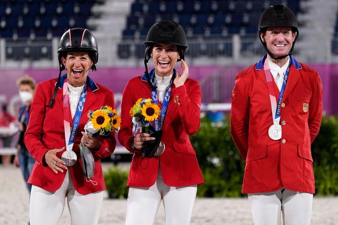 Laura Kraut, Jessica Springsteen en McLain Ward met hun zilveren medailles.