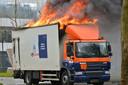 Vrachtwagenbrand op de Graaf Engelbertlaan in Breda.