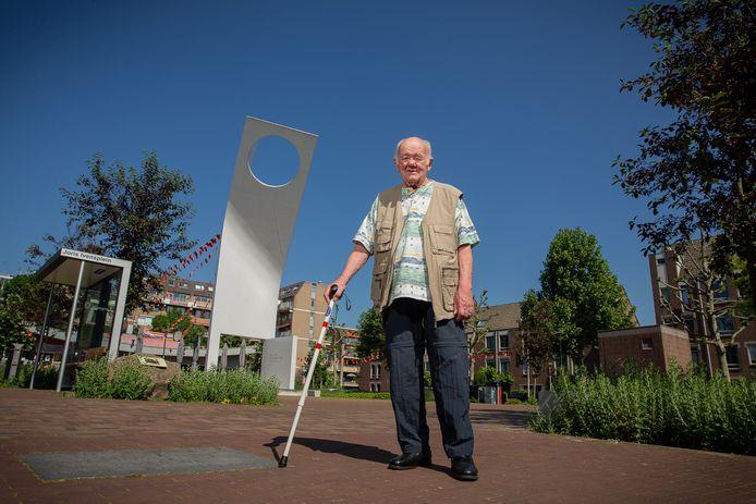 Henk Janssen op het Joris Ivensplein in Nijmegen.