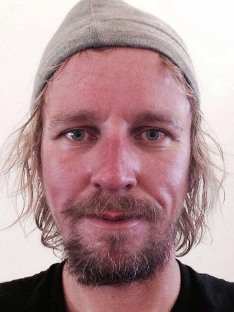 De volgende foto's tonen het effect van de klim op Lassche. Hij maakte gedurende het proces negen foto's van zichzelf. Hier is hij terug in de bewoonde wereld. 9/9 Beeld Geertjan Lassche