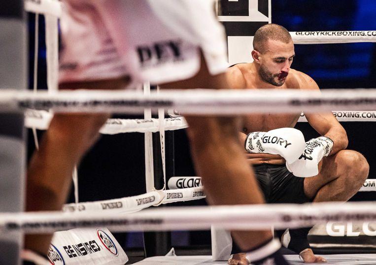 Kickbokser Badr Hari verloor zijn gevecht tegen de Roemeen Benjamin Adegbuyi. Beeld EPA