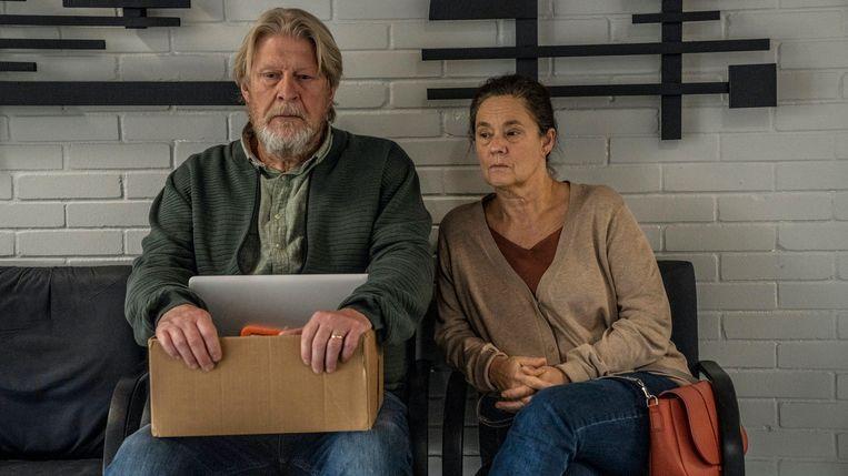 Rolf Lassgård en Pernilla August in de rol van de ouders van Kim Wall. Beeld Per Arnesen
