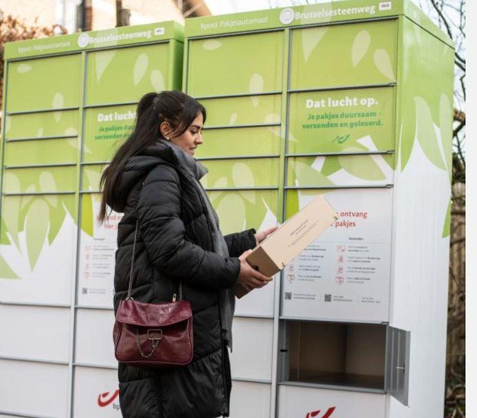 Lidl plaatst pakjesautomaten aan sommige vestigingen, zoals in Roeselare.