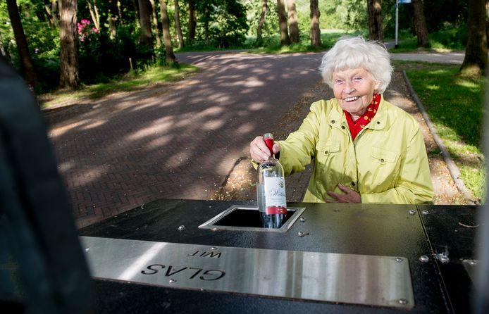 Miep Kuiper is de bedenker van de glasbak.