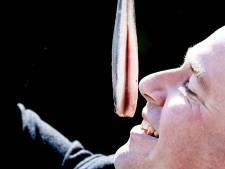Zwolse ouderen gaan haring happen met burgemeester