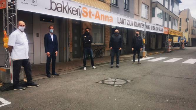 Wachttunnel van 40 meter: bakker laat klanten niet langer in de regen aanschuiven