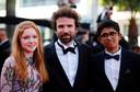 """Cyril Dion sur le tapis rouge avec Bella Jack et Vipula Puvaneswaran, héros de son film documentaire """"Animal""""."""