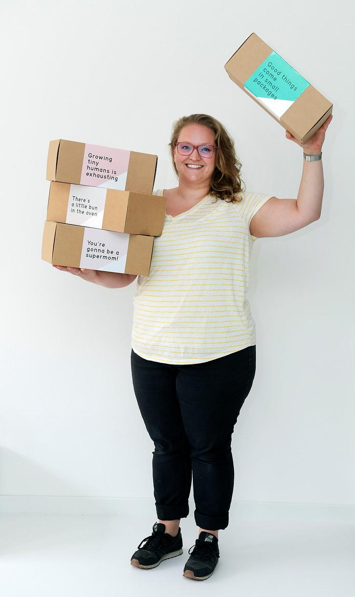 Renate Scherpenisse uit Dordrecht maakt verrassingsboxen voor zwangere moeders.