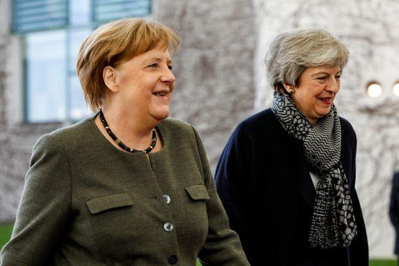 Duits bondskanselier Angela Merkel verwelkomt May in Berlijn.