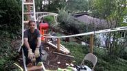 Nooit meer aanschuiven: papa bouwt achtbaan voor zoon