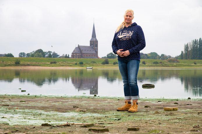 Dierenliefhebber Annemieke van Straaten bij de Weurtse grindgaten. Zij zwengelde het onderzoek naar dioxine aan.
