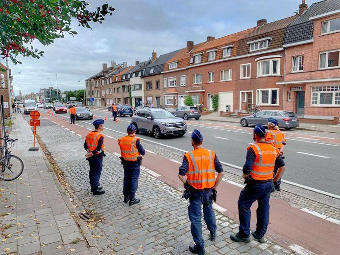 De politie hield controles op invalswegen richting Jan Breydelstadion