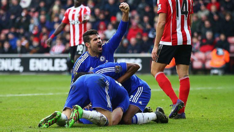Chelsea-spelers vieren feest na het doelpunt van Ivanovic. Beeld getty