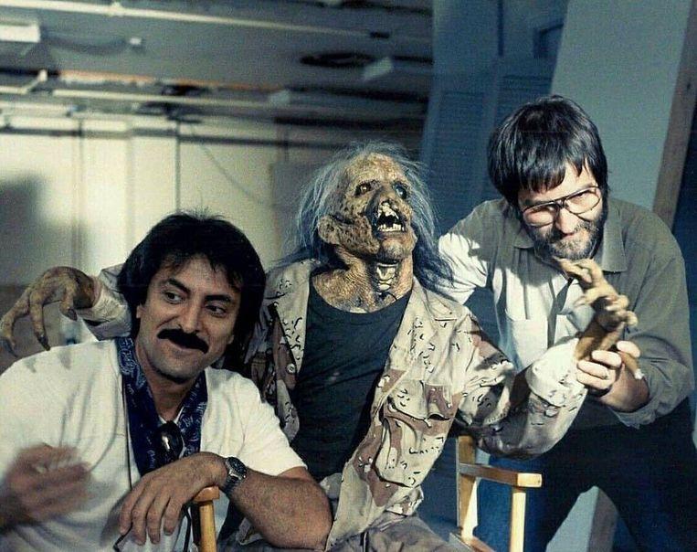 Tom Savini en regisseur Tobe Hooper achter de schermen van 'The Texas Chainsaw Massacre 2' (1986).   Beeld rv