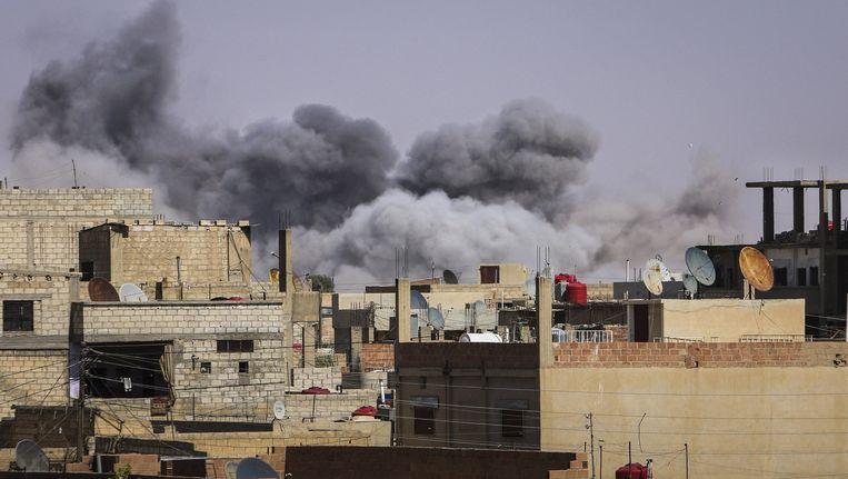 Schade na luchtaanvallen in Syrië, uitgevoerd door het regeringsleger van president Assad. Beeld reuters