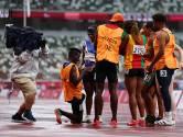 Ontroerend moment op Paralympische Spelen: begeleider op zijn knieën voor blinde atlete