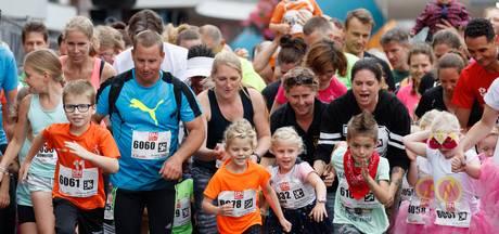 Drukke Halve Marathon van Roosendaal: 'Je loopt veel makkelijker als mensen je aanmoedigen'