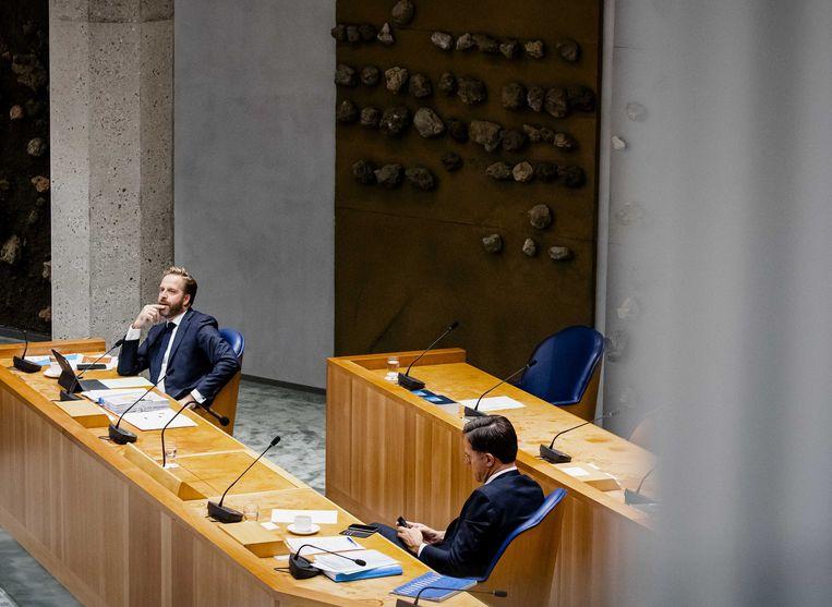 Minister Hugo de Jonge (volksgezondheid) en premier Mark Rutte tijdens het debat. Beeld ANP