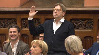 """VIDEO. Ex-premier Verhofstadt legt eed af als Gents gemeenteraadslid: """"Je ziet de problemen en mogelijkheden van de stad"""""""