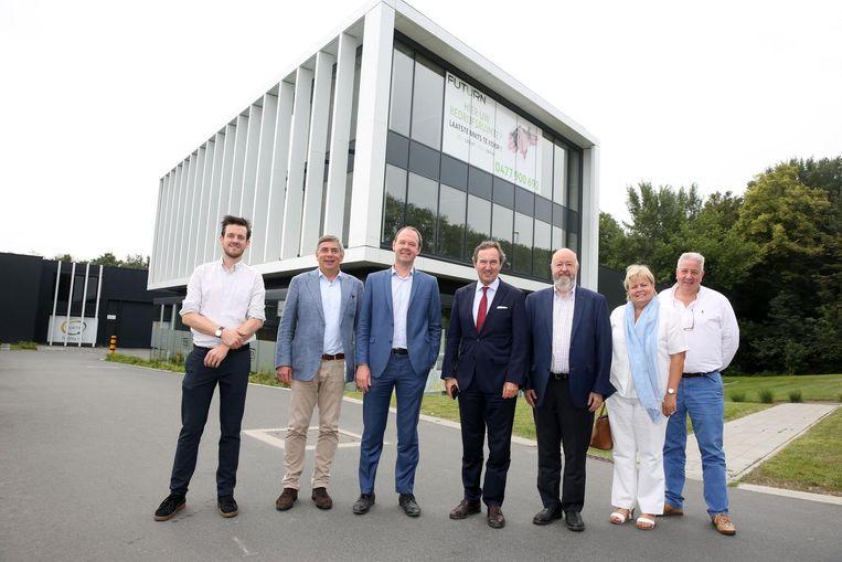 De mensen van ontwikkelaar Futurn en het stadsbestuur van Halle voor het bedrijvenpark Kaai 17.
