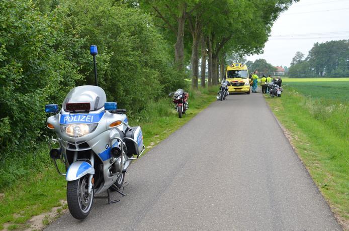 Op de Toverstraat in Baak is zondagochtend een Duitse motorrijder gerwond geraakt.