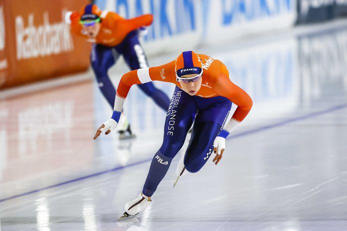 Jutta Leerdam in actie op de 1000 meter tegen Jorien ter Mors.
