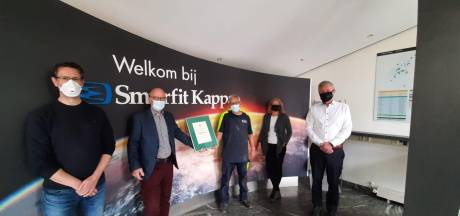 Eindhovense golfkartonfabriek is 2000 dagen ongevalsvrij: oorkonde voor Smurfit Kappa RapidCorr