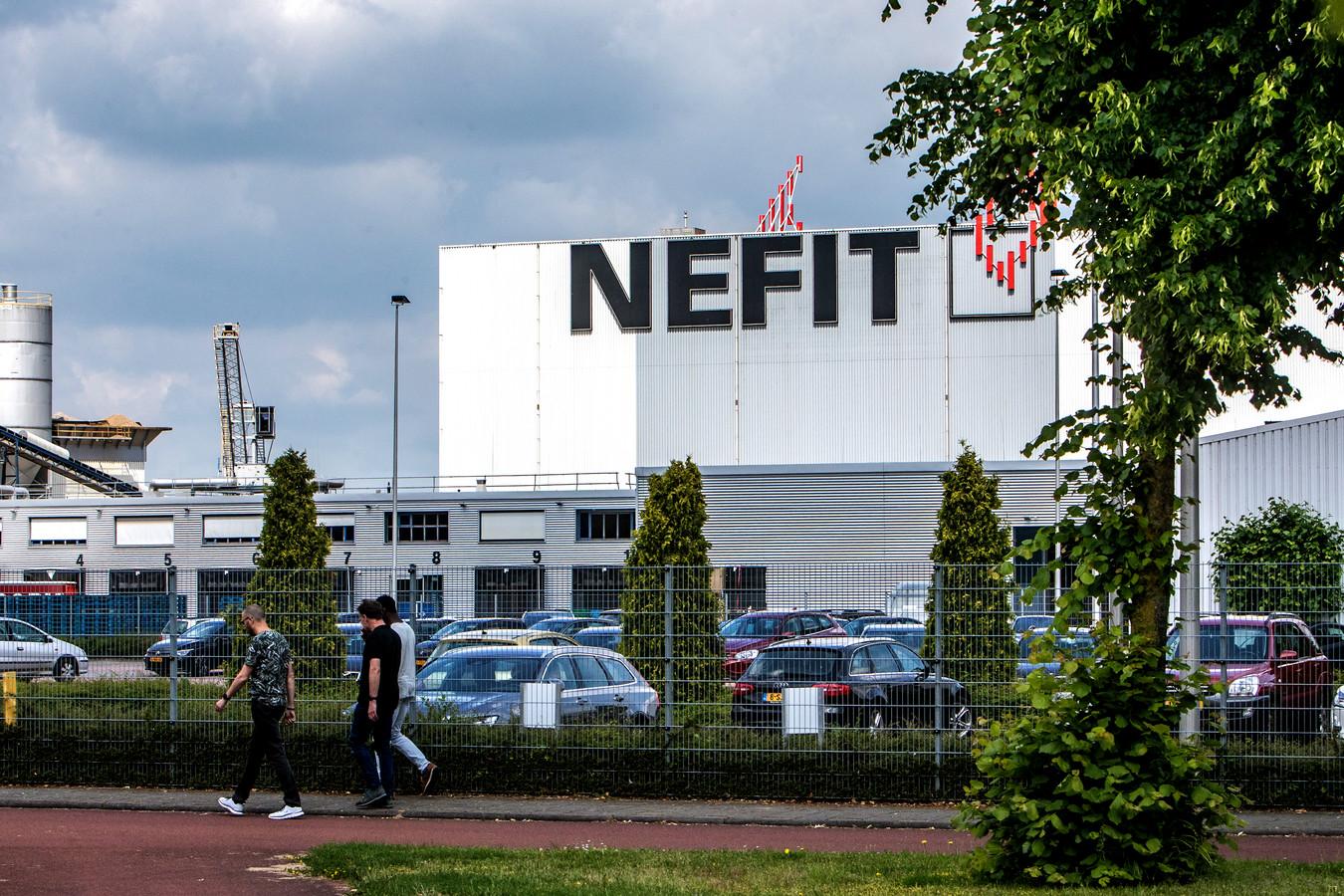 Personeel van Nefit maakt een wandelingetje tijdens de middagpauze.