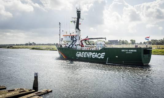 Archieffoto van de Arctic Sunrise van Greenpeace. Het schip ligt nu bij zeenatuurgebied de Klaverbank