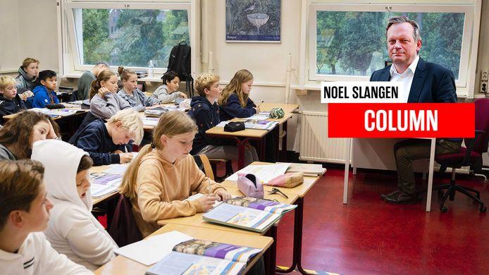 De ramen staan open in een Nederlands klaslokaal.