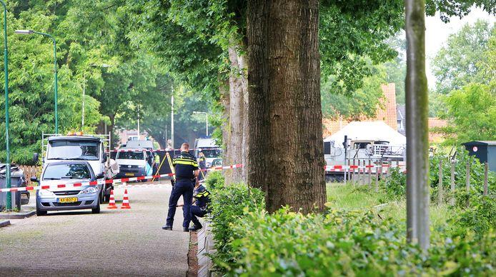 Het politie-onderzoek aan de Osse Hoogheuvelstraat na de dodelijke schietpartij van 4 juni 2018.