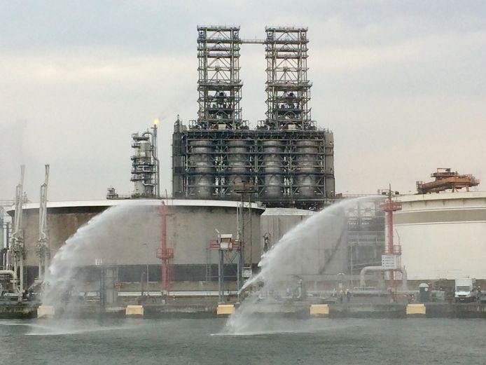 In 2019 werd de nieuwe kraker van ExxonMobil, liefst 96 meter hoog, in gebruik genomen.