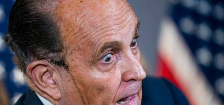 Zwetende Trump-advocaat Rudy Giuliani houdt de gemoederen bezig