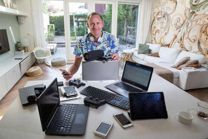 Bredanaar Rens van der Vorst stelt 99 ongemakkelijke kwesties aan de orde die met technologie te maken hebben.