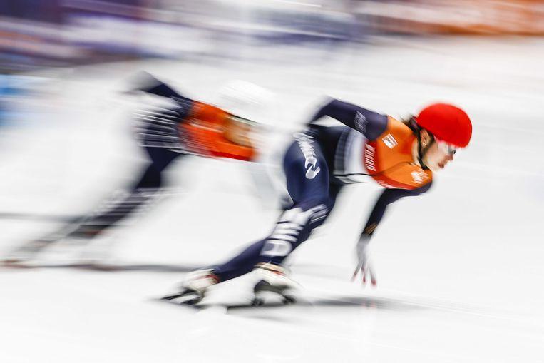 Suzanne Schulting (NED) in de halve finale 1000 meter tijdens de slotdag van de wereldkampioenschappen shorttrack in de ijshal van Sportboulevard Dordrecht. Beeld ANP