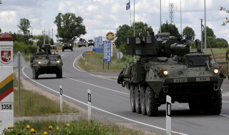 Amerikaanse troepen op de grens tussen Litouwen en Letland tijdens tactische oefeningen de voorbije zomer. Beeld REUTERS