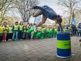 Basisschool in Veghel ruimt fanatiek op met freerunner Bart van der Linden