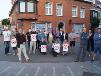 """Bewoners Zwevezelestraat en Koolskampstraat willen af van doorgaand vrachtverkeer: """"3.508 vrachtwagens denderen elke week langs de deur"""""""