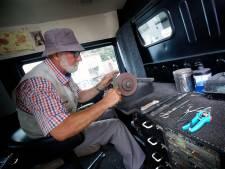 Karel (70) is de laatste van drie generaties scharensliepen: 'Een opvolger is er voor mij niet'