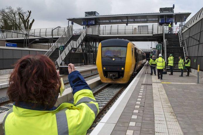 Voor het eerst sinds drie jaar reed donderdag weer een trein door Nijverdal. Vincent Jannink